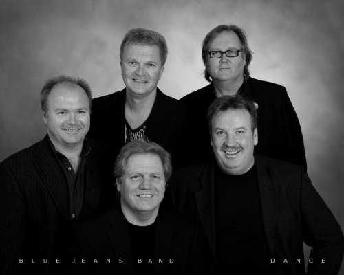 BLUE JEANS BAND – en musikalsk bauta av et band!