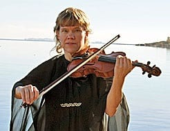 TONE AMUNDSEN STOKLAND – fiolinist til mange anledninger