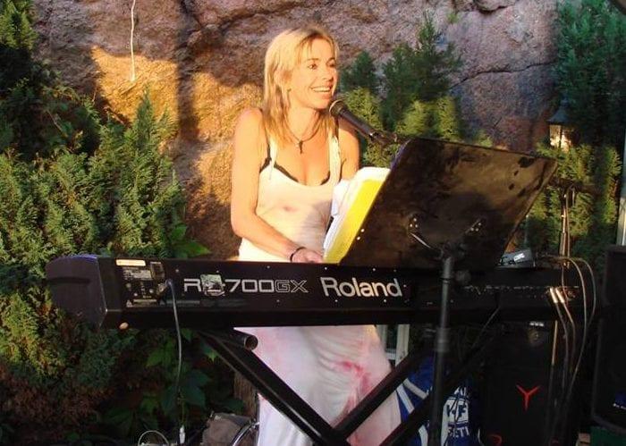 IRENE BJAANES – dyktig og svært ettertraktet pianoentertainer.