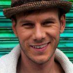 TOM HUGO  – flink artist med gode låter som får alle til å trives