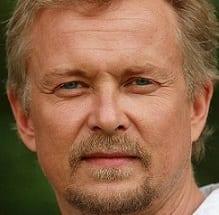 Dennis Storhøi – folkekjær artist og skuespiller